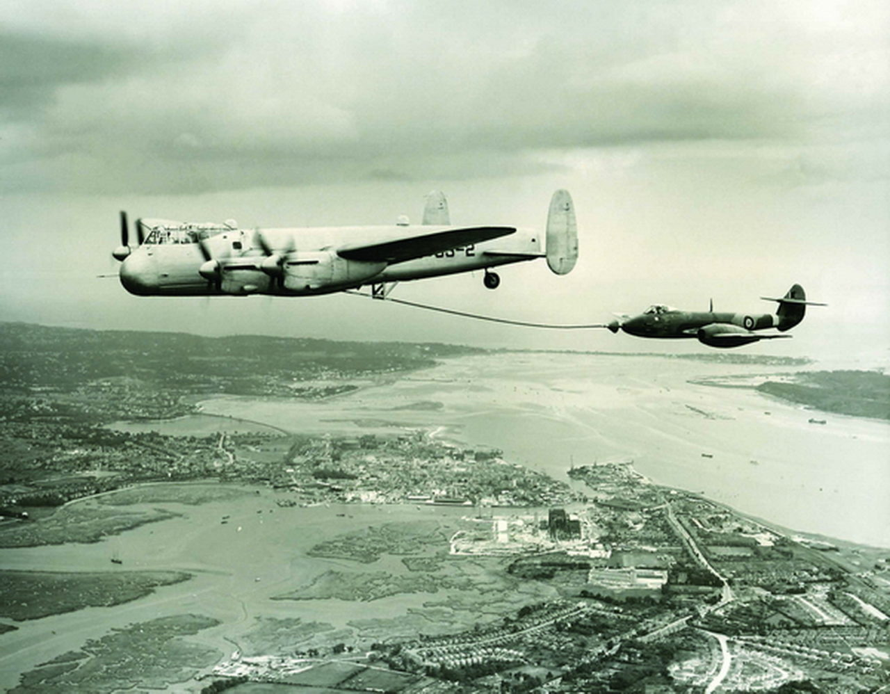 Lancaster and Meteor Air to Air Refuelling using Cobham drogue and hose