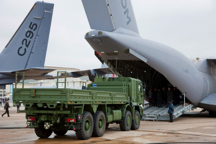 Airbus A400M Atlas - Truck Loading Tests