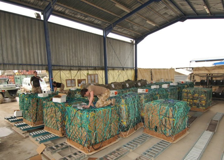 CDS rigging in Kandahar Afghanistan by 47 AD Sqn RLC personnel in 2010